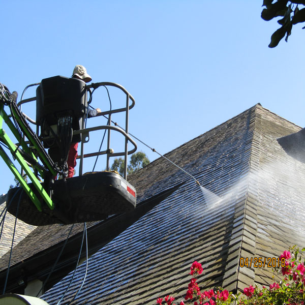 Roof Cleaning Lifts